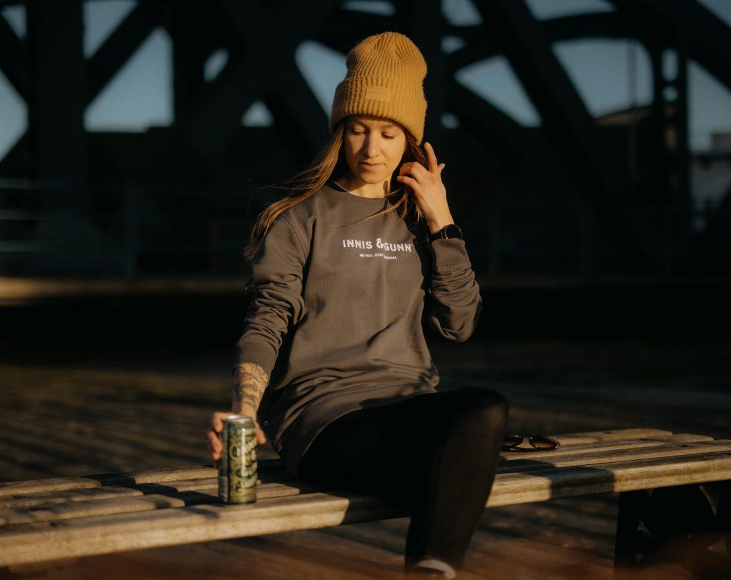 Classic-Sweatshirt-Anthracite-Lifestyle